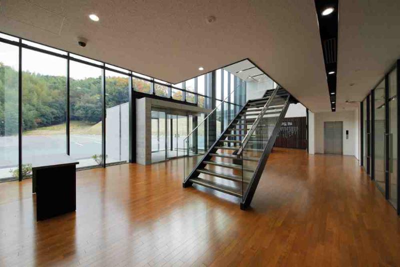 エントランスホール 階段